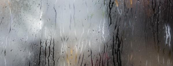 Υγρασία σε παράθυρο